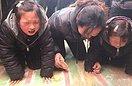 救人溺亡大学生追悼会 被救女孩家长现身忏悔(7图)