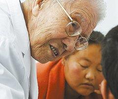 94岁的儿科医生张金哲(10图)
