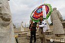 滇西抗战主战场遗址祭先烈:中国远征军后人献花圈 数度哽咽(7图)