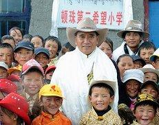 西藏退休养路工人顿珠的办学情(5图)