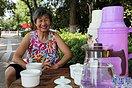 """河南许昌:老人摆""""免费茶摊"""" 获点赞"""