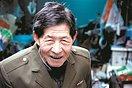 【暖新闻】86岁老人背弯如弓 深夜拾荒资助寒门大学生(3图)
