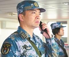 """海军""""和平方舟""""号医院船船长郭保丰——  """"诗和远方""""就在自己脚下(3图)"""