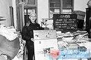 老人用退休金和卖书所得资助650名贫困生(图)