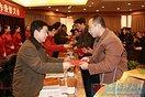 """公司职工黄庆武获得""""宜昌2008年度十大杰出志愿""""(2图)"""